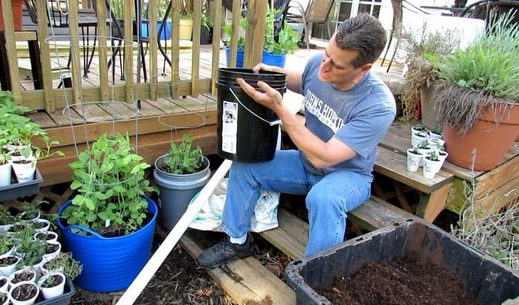Holding 5 Gallon Grow Pot