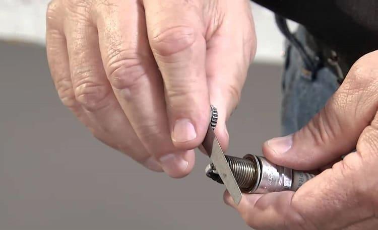 Cleaning Sparkplug